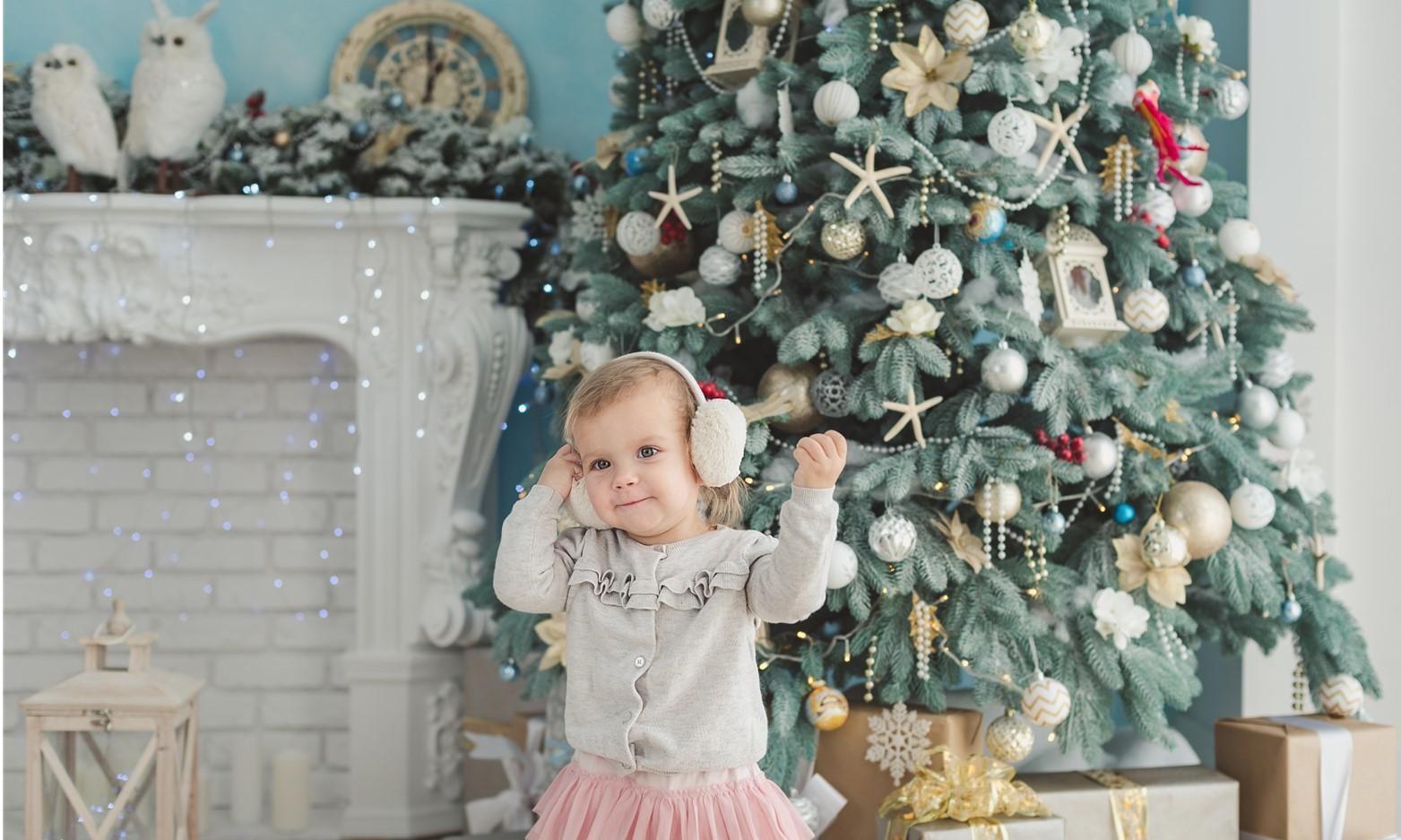 10 Easy Ways to Baby and Toddler Proof your Christmas Tree