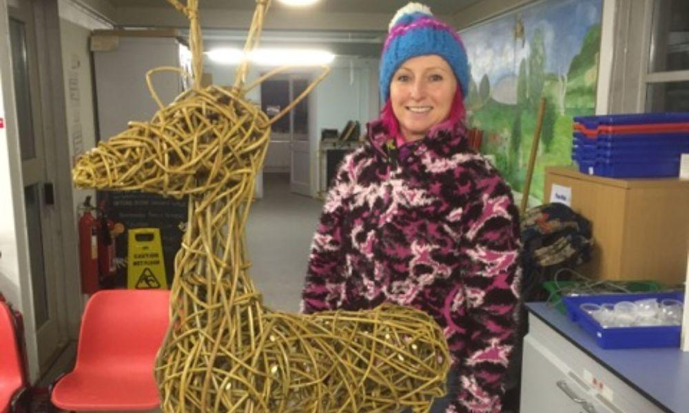 Make a Willow Christmas Reindeer
