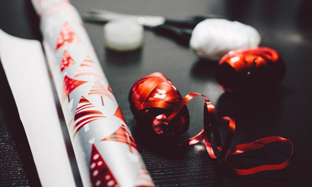 Make your own Wrapping Paper at Oystermouth Library